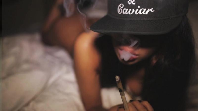 Сексуальная голая девушка в татуировках не порно loveheadshot ins swag smoke lady vamp 720p  » онлайн видео ролик на XXL Порно онлайн