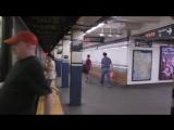 Реакция нью-йоркцев, опоздавших на метро