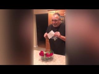 Мужчина растрогался, получив в подарок от жены билеты на новогодний матч любимой команды