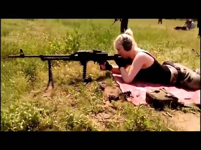 девушка стрельба из пулемета ltdeirf cnhtkm,f bp gektvtnf