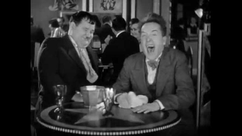 Ansteckendes Lachen im Restaurant verbreitet gute Laune