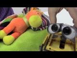Видео для детей.  Робот Валли и Скорая помощь Эмбер из мультика Робокар ПОЛИ! Играем в доктора
