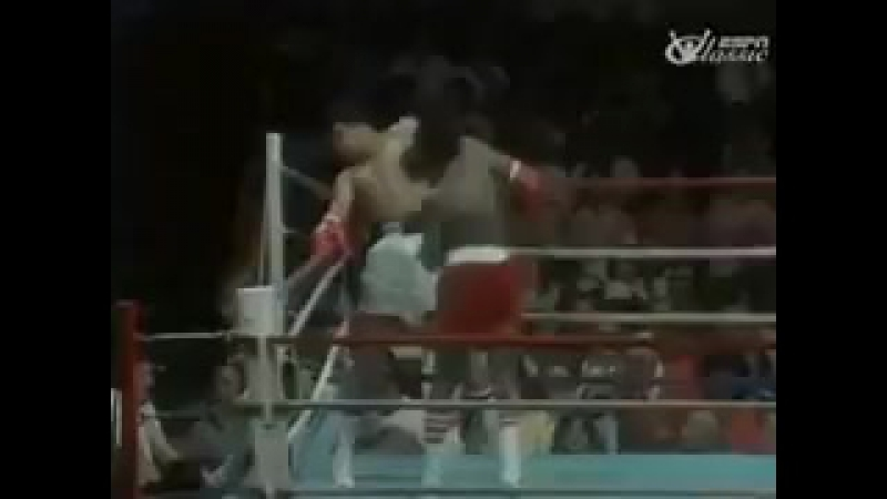 Мухаммед Али за 10 секунд уклоняется от 21 удара Майкла Доукса, 1977 год.