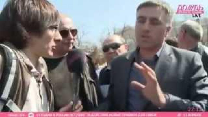 Депутат Ахмед Асабалиев выдвиженец ЕР общается с избирателями и прессой