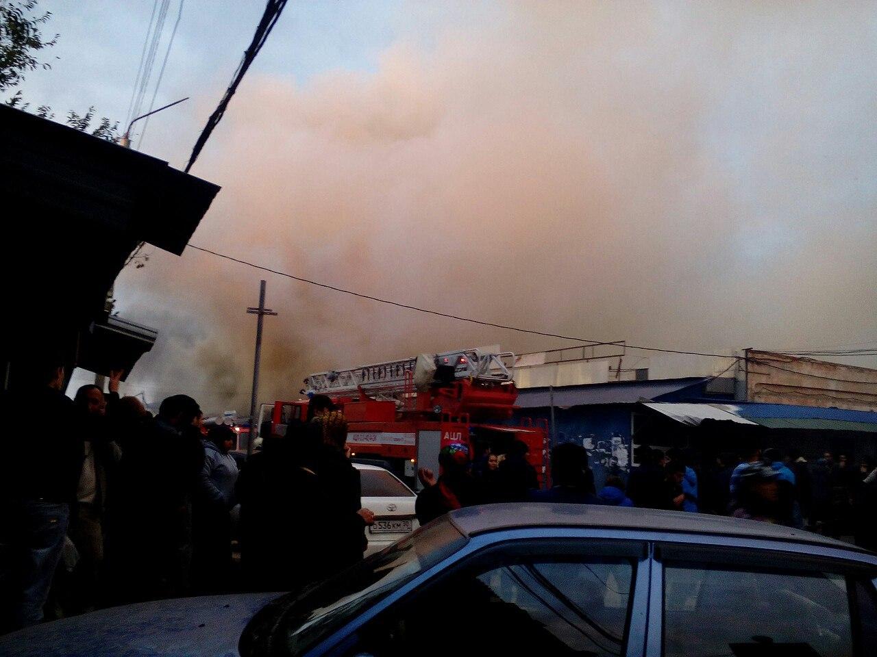 ВАстрахани сгорели павильоны крупнейшего рынка