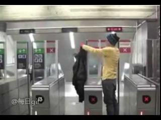Как пройти в метро бесплатно