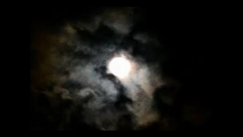 Видеофон футаж видео заставка скачать бесплатно HD - Луна ночь облака