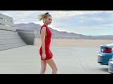 Реклама BMW M2. Отгадай, в какой машине девушка?