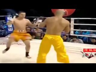 Отмороженный Шаолинь Монах против Бойцов MMA! Жесть!!!