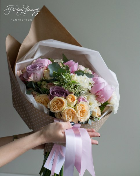Букет №58, 6000 руб. Состав: пионы, кустовые розы Салинеро, розы Мемори Лейн, диантус, питоспорум, эвкалипт.