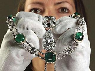 Ожерелье для королевы - Секретные материалы (2015)