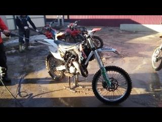 мойка кроссовых мотоциклов после тренировки по грязи  Кутузовский редут, мотошкола ZRT