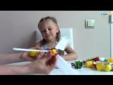Ярослава открывает Киндер Сюрпризы. Яйца с Сюрпризами. Игрушки для детей. Kinder Surprises