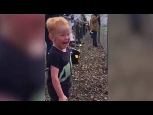 WATCH: LITTLE Boy s PRICELESS Ecstatic REACTON to Motorbike race in MotoGP LIVE
