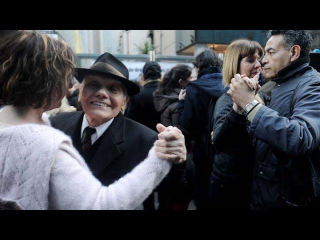 Tangueros realizaron una milonga abierta en reclamo de una ley de fomento