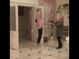 """Анастасия Волочкова on Instagram: """"Мои любимые вернулись из Питера с каникул!🙏🏻 Ариша @ariadna_volochkova и мамочка @avteatr !!🌺 По сложившейся нашейдомашней традиции…"""""""
