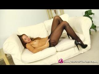 Красивая сексуальная девушка  в колготках. beautiful sexy girl in pantyhose footjob
