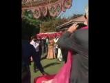 Моная на свадьбе Деи Чопры)1