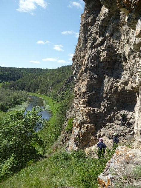 Усть-Катав. Вход в пещеру Марьиного утеса
