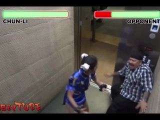 Девушка-самурай в лифте
