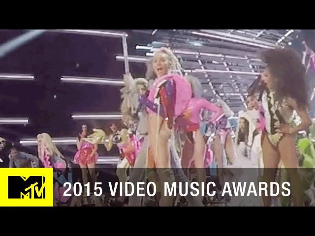 360 VR: Miley Cyrus Performs DOOO IT   MTV VMA 2015