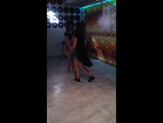 красивые девушки танцуют бачату