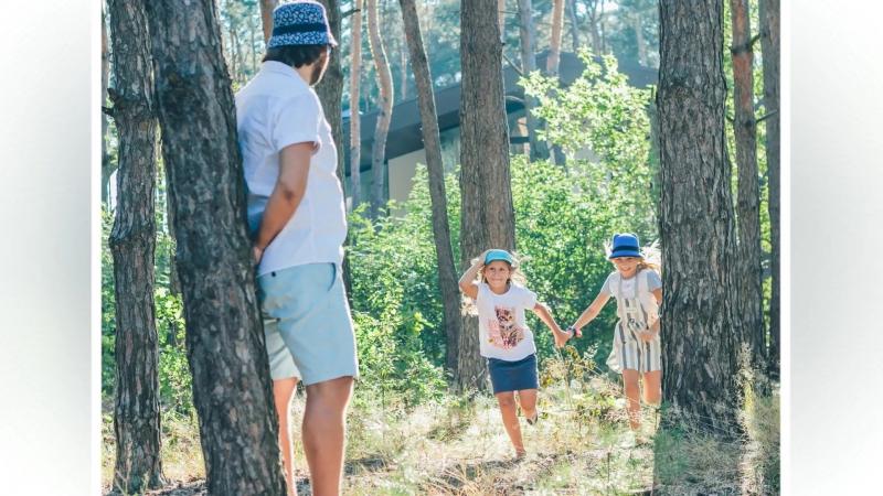 Слайдшоу. Сестренки Аня и Маша с папой. Прогулка лесом
