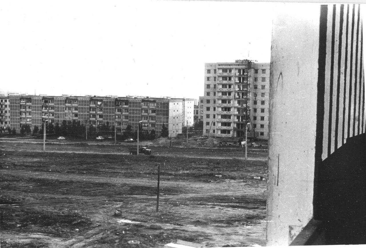 """Дом 25 """"а"""" в 2-ом микрорайоне. 1981 год"""