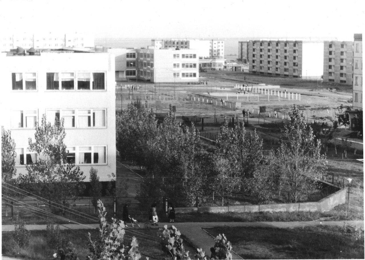 Вид на 8 мкр и СШ №18. 1987 год