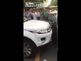 LiveLeak com Land Rover rams double park Jaguar in order to get out