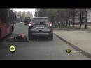 в Казане из автобуса на ходу выпала девушка.