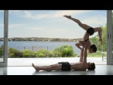 Акро йога от Equinox