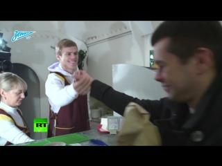 Александр Кокорин попробовал себя в роли продавца пышек