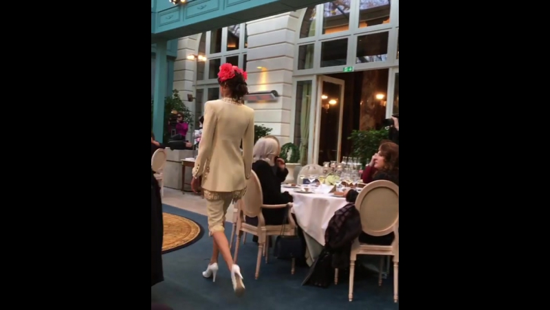 Шоу Chanel Pre Fall 2017 Париж