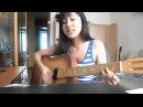 ►девочка поет и играет на гитаре красиво