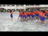 Massive Jump Rope _ Niños asiáticos saltan la cuerda