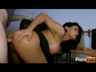 Красотка показала груди на камеру, инцест, 18+, русское порно, секс