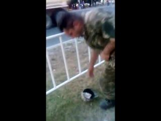 Цигани у формі ЗСУ жебракують у Львові. Виховний момент від воїна АТО!(1)