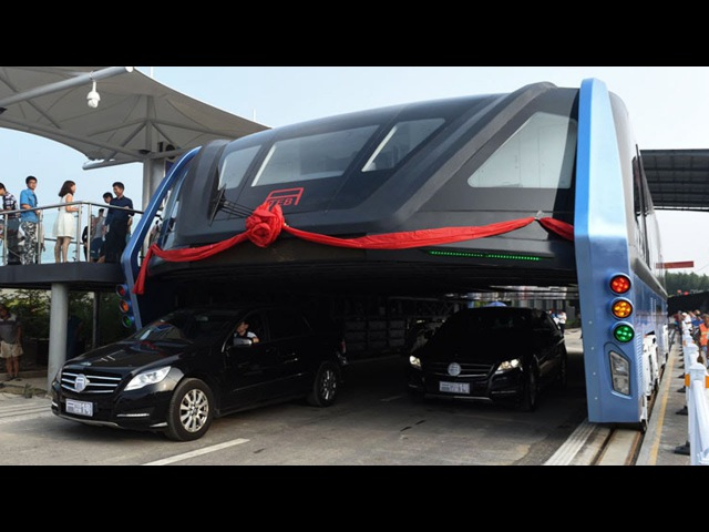 It's here: World's first transit elevated bus TEB-1 Debuts in Qinhuangdao