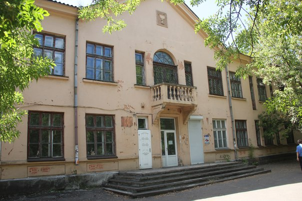 Здание бывшей больницы на улице Хантадзе, 6