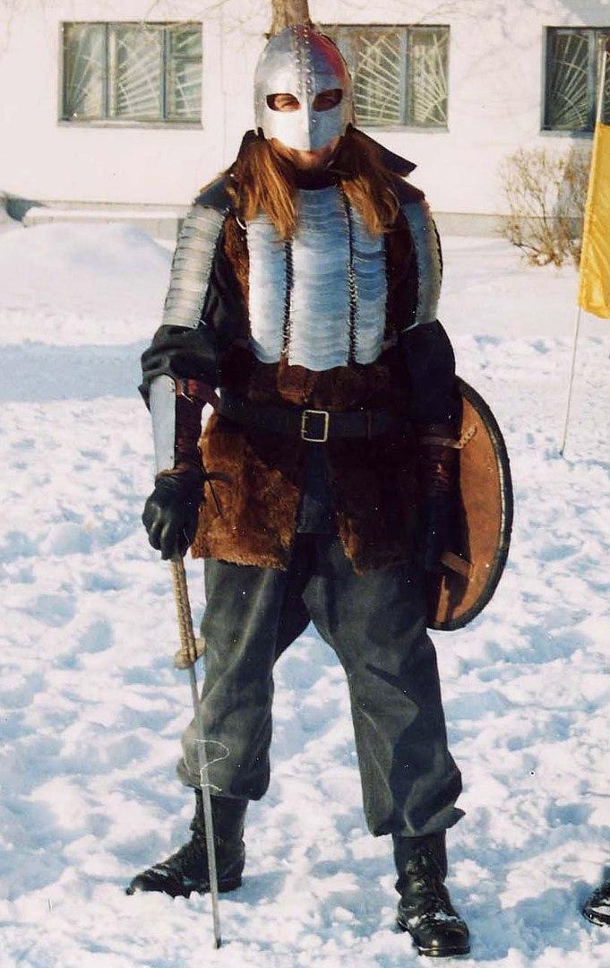 2003 год: Комплект защитной экипировки для исторического фехтования, вольная фантазия на северную тему