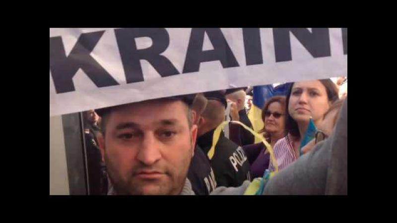 Ахмед Алихаджиев на акции протеста в Вене, вместе с Украинцами и Грузинами. Июнь ...