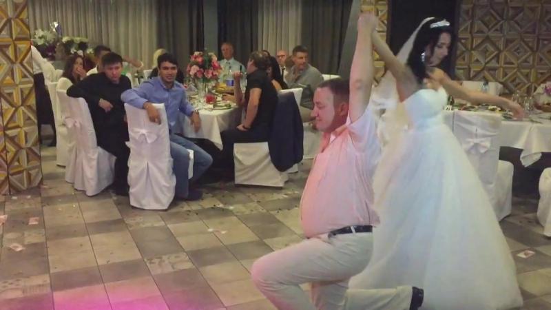 Танец отца и невесты. Свадьба Надеиных. Очень трогательно. 26.08.2016 г. Песня Доченька в исполнении Иосифа Кобзона