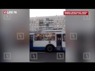 Из-за взрыва токоприёмника в петербургском троллейбусе пострадали пассажиры