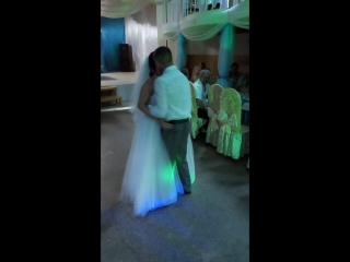 наша первая песня,которая стала первым танцем на нашей свадьбе.Ну а сначала наша мама и ее поддержка.