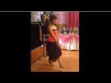 Танцует босоногая цыганочка