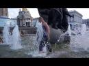 Украина Киев Десантник отмечает день ВДВ купанием в фонтане