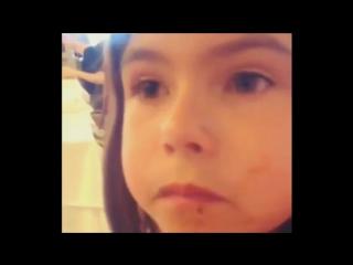 Маленькая девочка, которая знает, как обращаться с мальчиками.