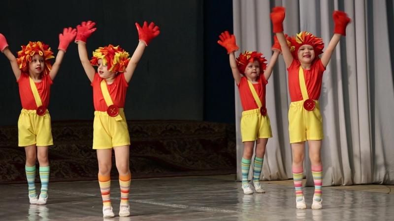 Выступление в ГДК танец ежики » Freewka.com - Смотреть онлайн в хорощем качестве
