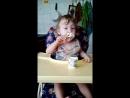 Максим кушает сам,подрос сынок